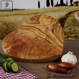 Olivenholzbrett in Herzform