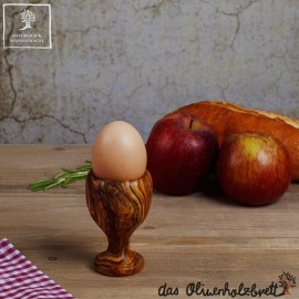 Eierbecher aus Olivenholz bauchig