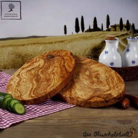 Frühstücksbrett oval, handgefertigt und aus Olivenholz
