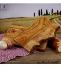 Rustikales Frühstücksbrett aus Olivenholz im Naturschnitt